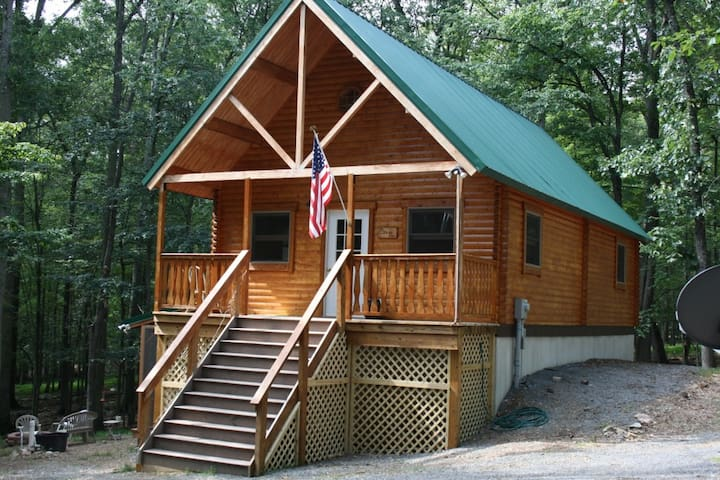 Serene West Virginia Cabin Mountain Getaway - Great Cacapon - Stuga