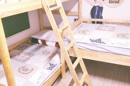 오누 게하 여성 도미토리 - 매일밤 파티가 있는 게스트하우스 - Aewol-eup, Jeju-si - Guesthouse