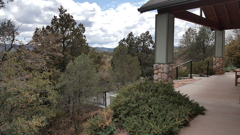 Mountain Views and Private Jacuzzi