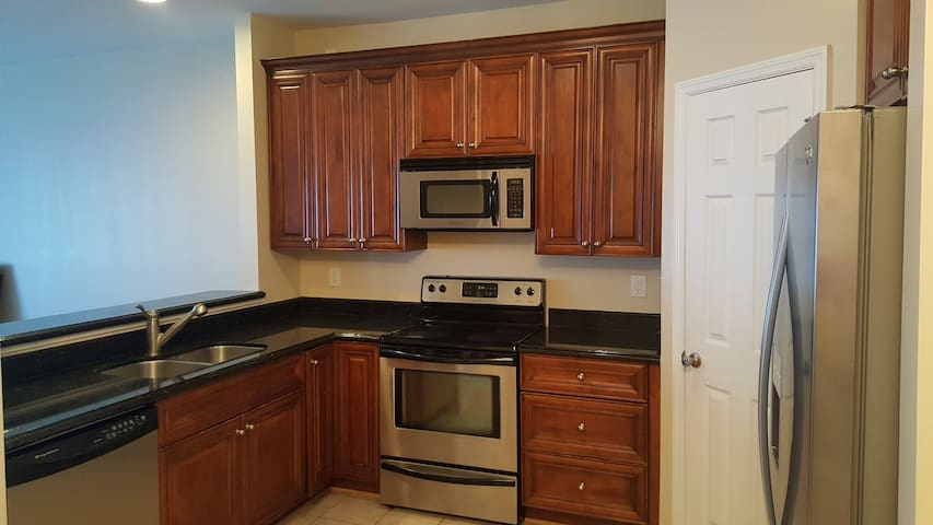LUXURY Townhome!! PRIME Location!! - Martinez