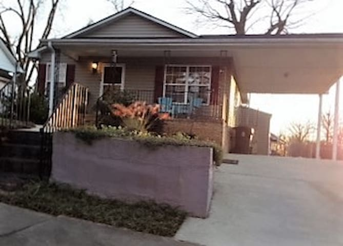Charming 3 Bedroom Home in Award-winning Downtown