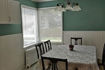 Eat in kitchen oak dinning room table and 6 chairs