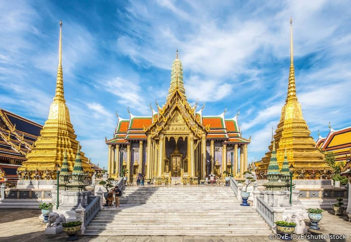 Wat Phra Kaew, Grand Palace, Wat Pho , The Great Pier from the house 20 minutes.