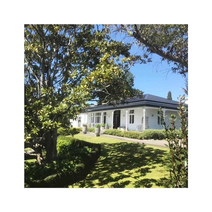 Napier *Stylish Escape*Country Living In The City*