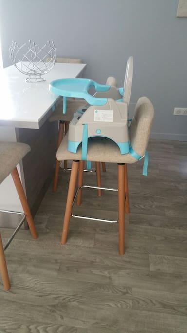 chaise haute sur demande pour votre bébé à votre disposition