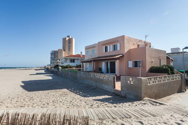 Chalet en  la playa cerca  campo de golf +wifi