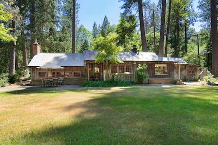 Enchanting Creekside Cabin + Option for 2nd Cabin