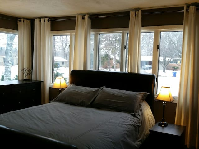 Private Bedroom Suite - Appleton - House