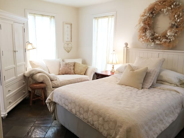 Luxury SeaSide King Suite, Frederick William House