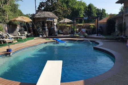 Paradise in DFW Mid-Cities with Pool and Hot Tub! - Bedford - Casa