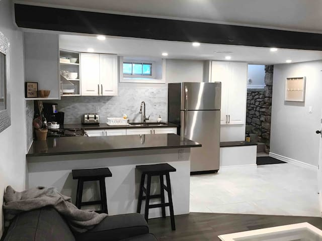 Beautiful, brand new space minutes from Hamilton!