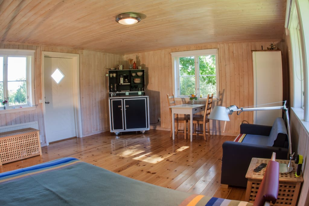 Main room with kitchenette