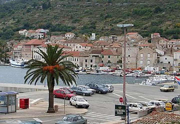Apartment Zoro - 30 m from sea: A1(4+1) Vis, Island Vis