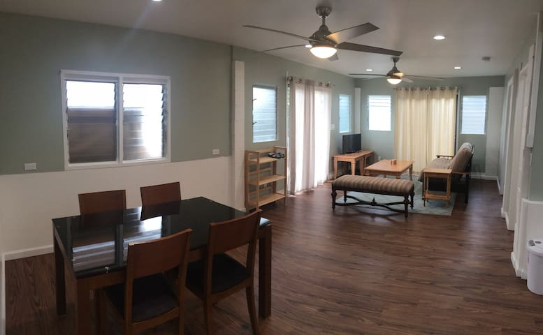 2BD/1BA in the heart of Kailua! Great location.