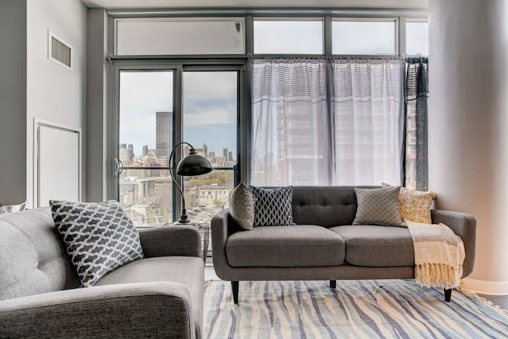 Modern living condo, DOWNTOWN!!!