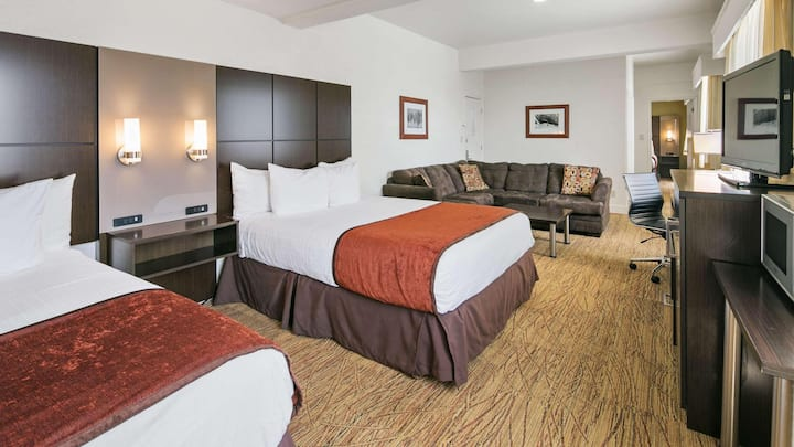 Compelling Suite Two Double Beds Non Smoking At Flagstaff