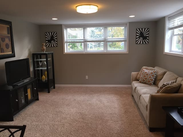 Centrally-located, comfy apartment - Brentwood - Apartamento