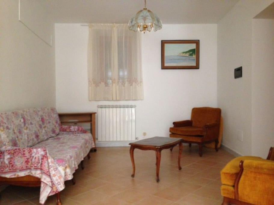 zona soggiorno, vista da cucina