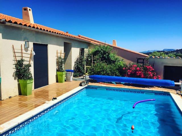 villa moderne 4p avec piscine+petit dėj+wifi