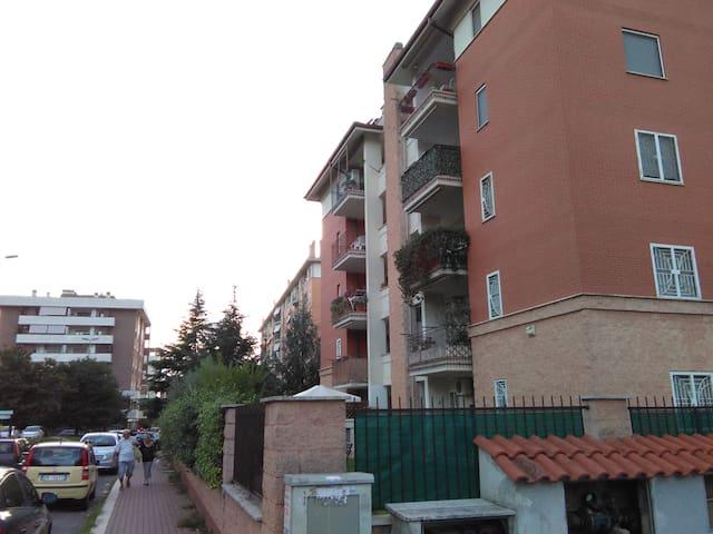 Appartamento zona Fonte laurentina - Roma