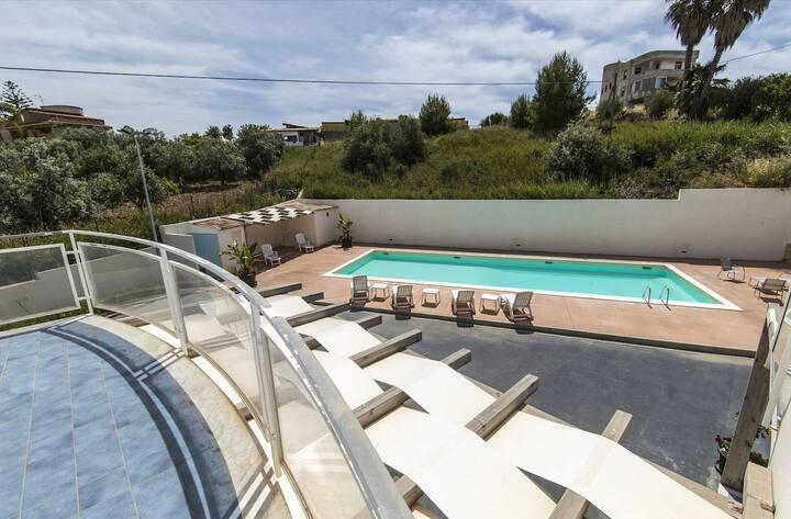 La Dolce Vita 6, piscina e mare