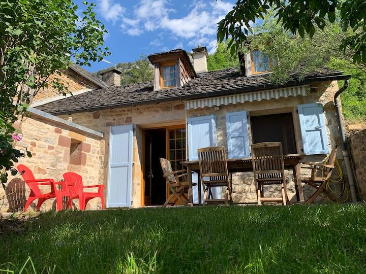 Maison chalet en lozère idéalement située !