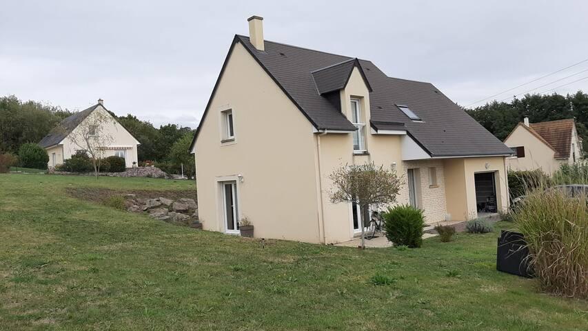 Maison lumineuse sur grnd pelouse plage 8m à pieds