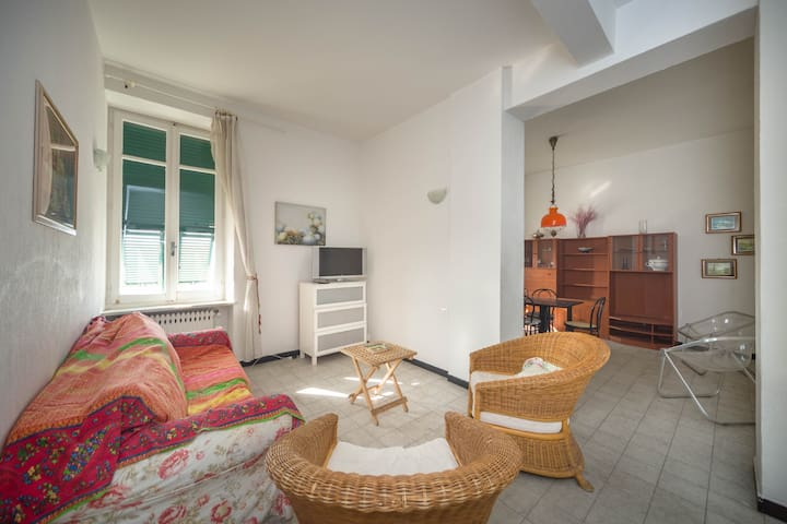 Spacious Seafront Apartment - Albisola Superiore - Lägenhet