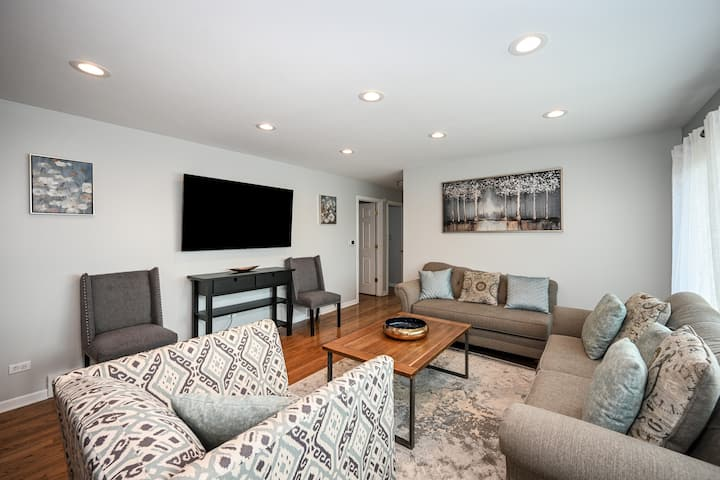 Entire House Minutes from O'Hare Airport!! By lake