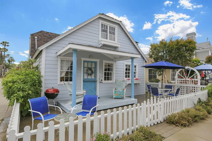 Great Value! Classic Cottage on Balboa Island, Walk to Beach/ Marina Ave, Corner Lot, Spacious Patio