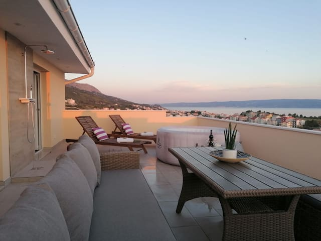 Brand new apartment on rooftop with stunning view