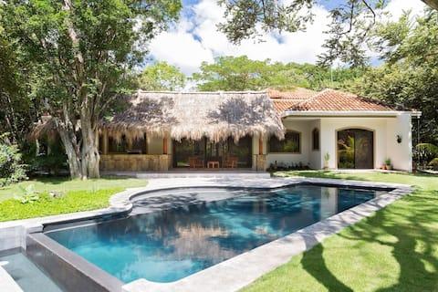 Casa Saron Sol Iguana family house by Colorados