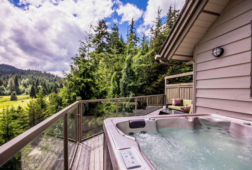 Hot Tub on the deck with views of the golf course and mountains