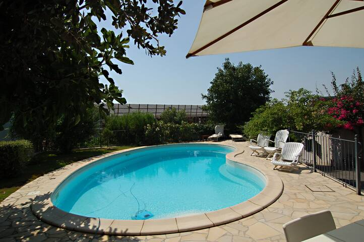 La Cerza - cottage with garden and swimming pool