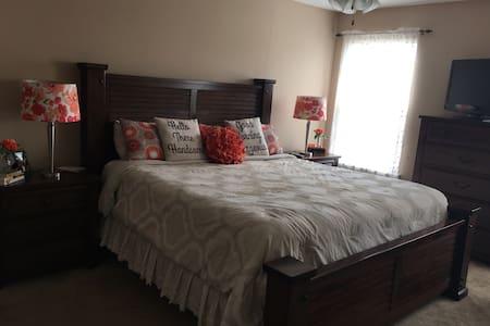 Private room in beautiful Evans. - Evans - Bed & Breakfast