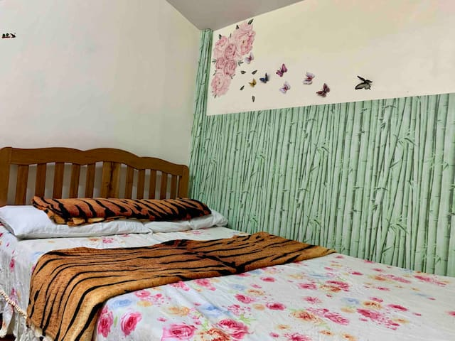 Homestay with FREE BFAST (2 to 3 pax Coachella Rm)