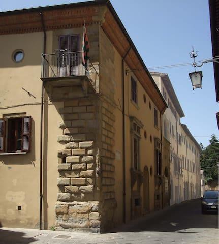 Palazzo storico Luzzi-Serragli-2 - Arezzo - Hus