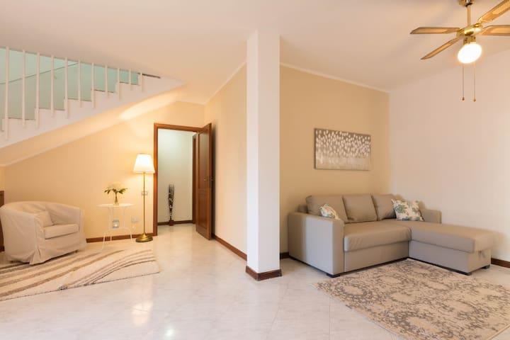 Casa Comfort: 100 mq,posteggio, 10 minuti dal mare - Selargius