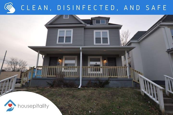 Housepitality ~ The Avondale House (Sleeps 16!)
