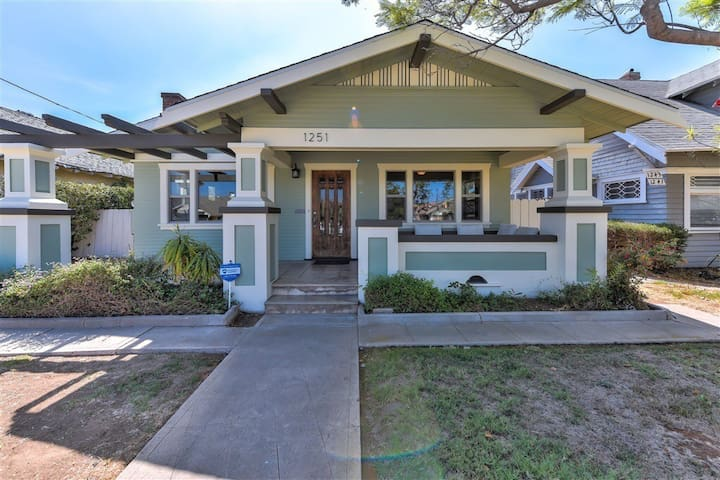 Craftsman with Modern Upgrades & Private Room