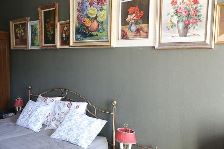 Blumen-Zimmer - Privatzimmer im B'n'B Thunerstern