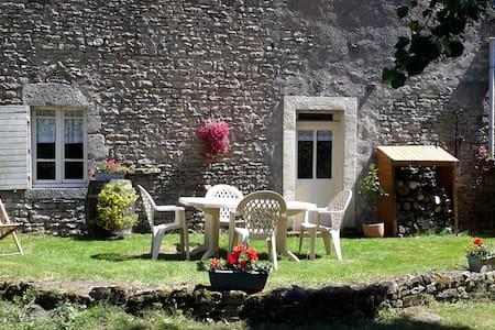 Gîte la Calèche - Charmante maison en pierre - Corsaint