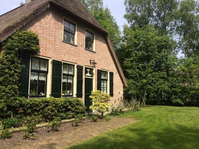 Sfeervol tuinhuisje op prachtige plek in Giethoorn