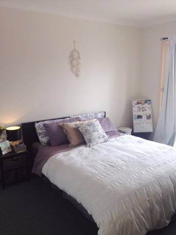 Claire's room in spacious top floor apartment - Stanmore - Wohnung