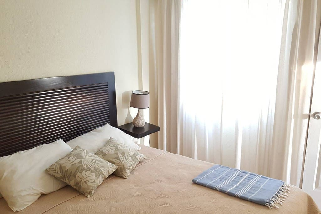 queen size bedroom whit AC and private Bathroom