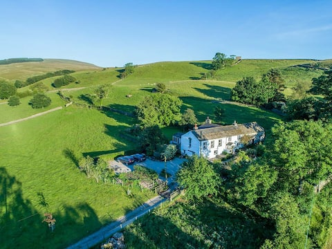 Private 2 bedroom farmhouse apartment with views