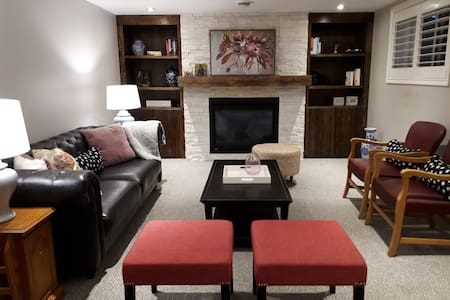 Gorgeous rooms w/ living near lake and amenities
