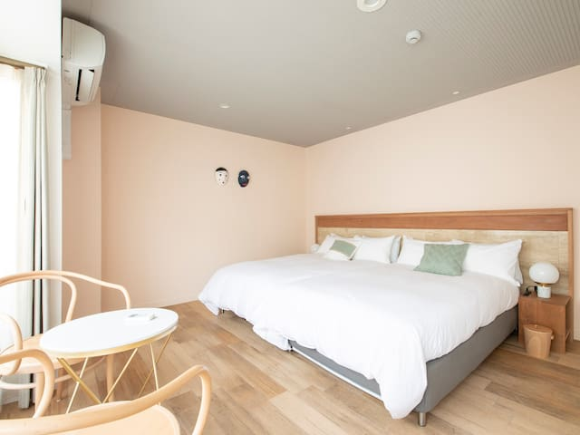 2double beds room
