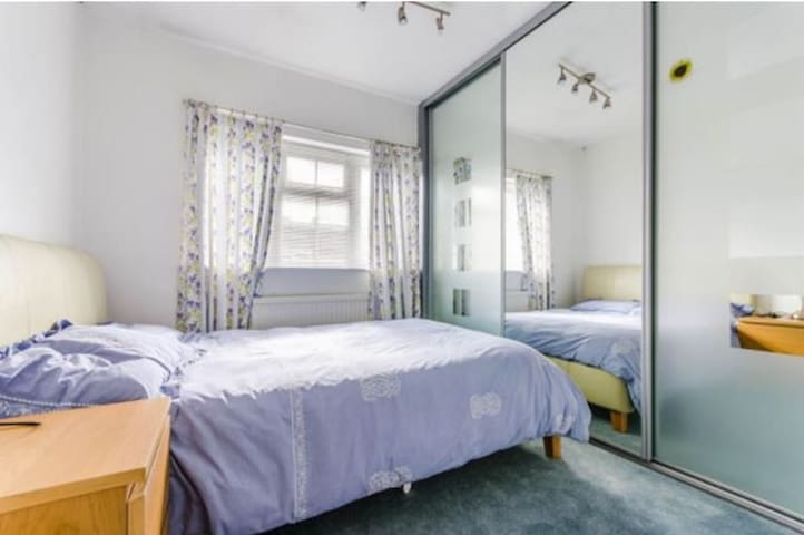 Double Room in Cherry Hinton suburb - Cambridge - Casa
