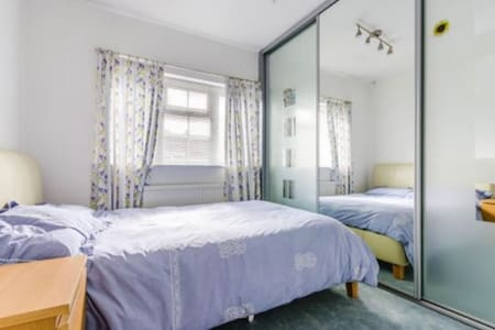 Double Room in Cherry Hinton suburb - Кэмбридж